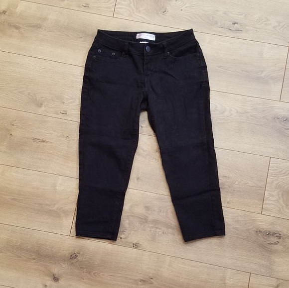 No Boundaries Denim Capris Black {Junior's size 7}